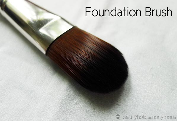 NP Set Foundation Brush