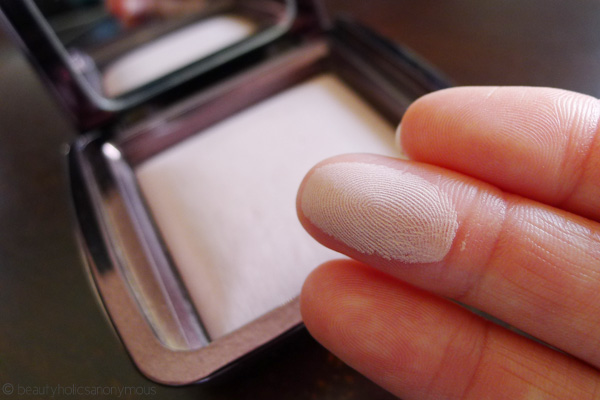 Hourglass Ambient Lighting Powder In Mood Light Swatch