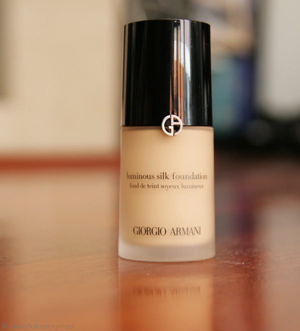 http://www.beautyholicsanonymous.com/beautyholics/wp-content/uploads/2013/11/giorgio-armani-luminous-silk-foundation-3.jpg
