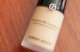 Giorgio Armani Luminous Silk Foundation: Go Ahead, Camera. Flash My Skin!