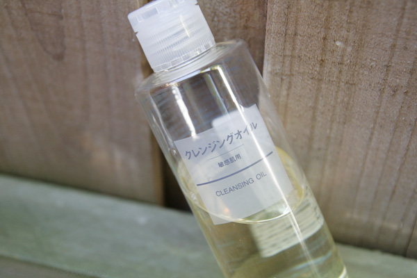 Testing MUJI's Beauty Product Waters with their Cleansing Oil