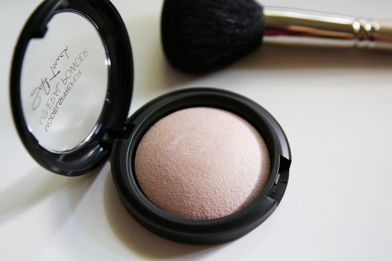 Models Prefer Mineral Powder Soft Touch Powder in Photo Ready