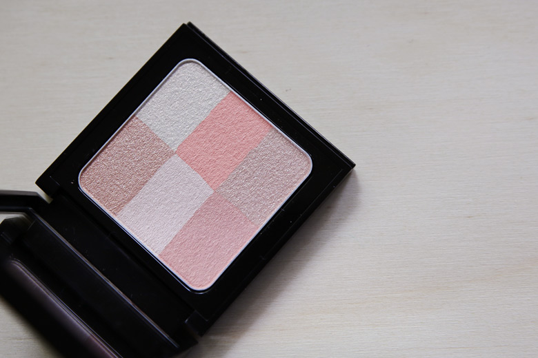 That's One Heck of a Glitter Brick, O Bobbi Brown Brightening Brick in Pastel Peach!