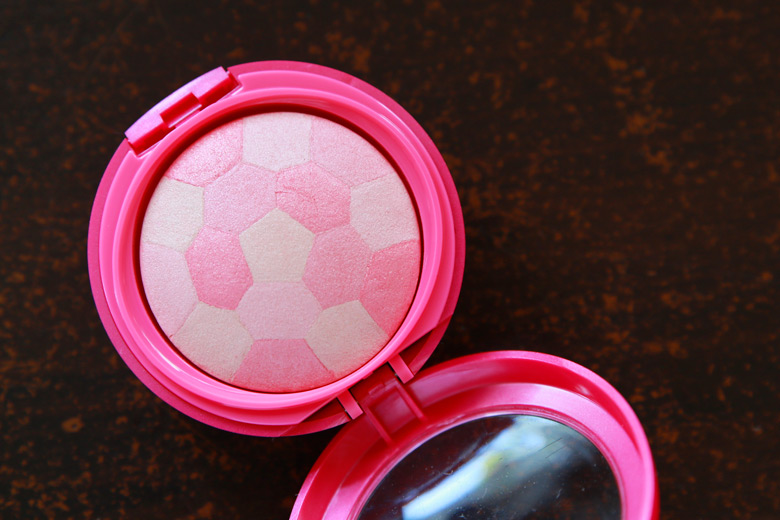 Get That Ultra Glam Bombshell Glow with Physician's Formula's Multi-Coloured Custom Blush in Brunettes