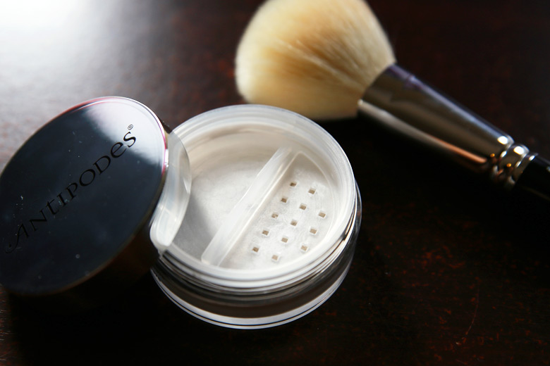 Antipodes Performance Plus Skin-Brightening Mineral Finishing Powder